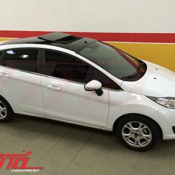 New Fiesta Hatch com Teto Solar Webasto hollandia 300 deluxe médio com formação integrada